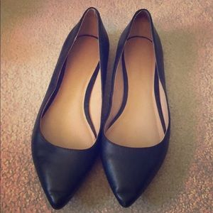 Cute pointed toe black flat